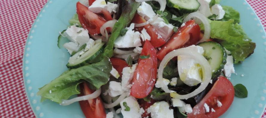 Eenvoudige Griekse salade; De smaak van de zon