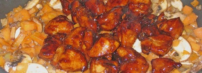 Pikante Aziatische kip nuggets met pittige gewokte groente