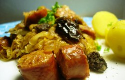 Poolse zuurkoolschotel met grove rookworst