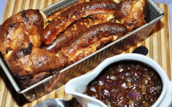 """Toad in the hole"" met uiensaus"
