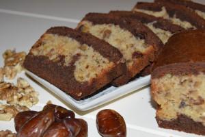 Chocolade-vanillecake met dadels en walnoten