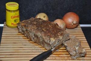 Pittig gehaktbrood met ui, champignon en Engelse mosterd