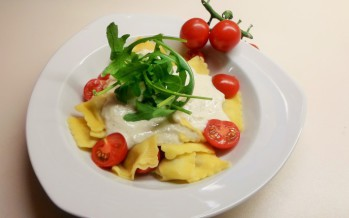 http://www.lekkertafelen.nl/recepten/ravioli-funghi-porcini-met-hazelnotensaus/
