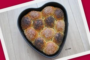 Verwen je Valentijn met zelfgebakken broodjes