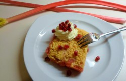 Rabarber crumble van polenta en amandelmeel