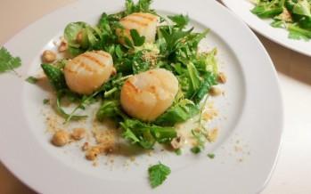 Salade met arganolie, hazelnoot en coquilles