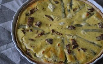 Hartige taart met groene asperges en geitenkaas