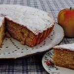Luchtige cake met gebakken appels