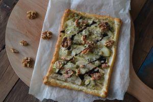 Makkelijke plaattaart met peer, gorgonzola en walnoten
