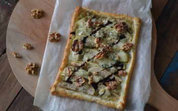 http://www.lekkertafelen.nl/recepten/makkelijke-plaattaart-met-peer-gorgonzola-en-walnoten/
