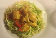 Verwarmende kip curry met zoodles