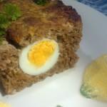 Gehaktbrood met verstopte eieren