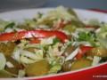 Griekse salade van spitskool en gyrosballetjes