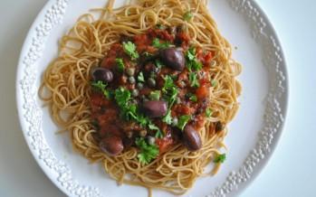 Pasta Puttanesca; Smaakvolle pastasaus met ansjovis en kappertjes