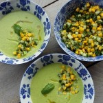 Koude basilicum-spinazie soep met wat extra's
