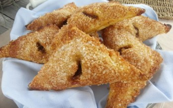 http://www.lekkertafelen.nl/recepten/appelflappen-met-noten/