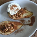 Peren uit de oven met walnoten, honing en kaneel