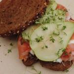 Gezonde sandwich met peer en ham