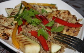 Warme quinoa salade met gegrilde groenten en pom pom blanc