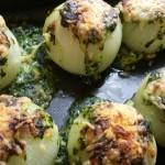 Gevulde uien met spinazie, bechamel en pijnboompitten