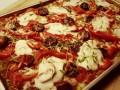 Gezonde pizza met courgette bodem