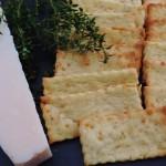 Polenta-crackers met Parmezaan en tijm